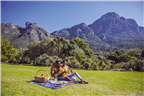 A couple having a picnic in Kirstenbosch